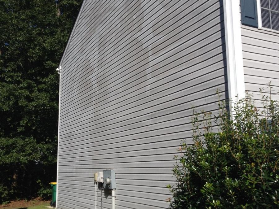 High pressure damage to vinyl siding